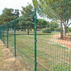 pour procurer plus de charme à votre jardin, il est parfois idéal de masquer la clôture grillage